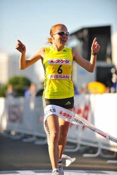 Inga Abitova wins the inaugural Yokohama International Women's Marathon (Yohei Kamiyama (Agence Shot))