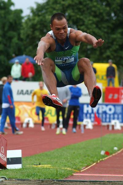 Bryan Clay carries a narrow lead after day 1 in Gotzis (Lorenzo Sampaolo)