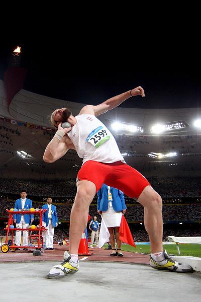 Tomasz Majewski unleashes a 21.51m winning throw (Getty Images)