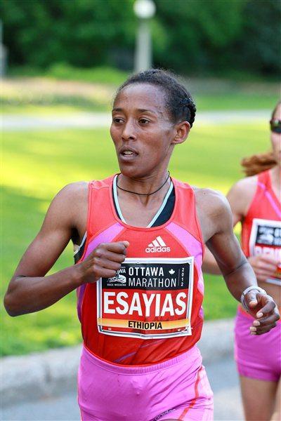 Yeshi Esayias en route to her win at the Ottawa Marathon (Victah Sailer)