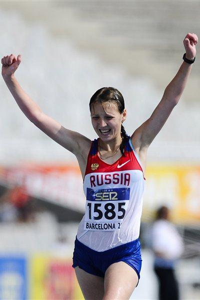 Ekaterina Medvedeva of Russia celebrates winning the Women's 10000 metres Race Walk on the day two of the 14th IAAF World Junior Championships in Barcelona on 11 July 2012 (Getty Images)