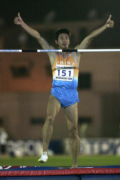 Haiqiang Huang of China clears 2.27m to win the gold medal in the Boys' High Jump final at the World Youth Championships (Getty Images)