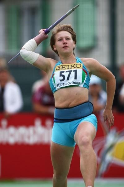 Anastasiya Svechnikova of Uzbekistan on her way to winning the Javelin Throw final (Getty Images)