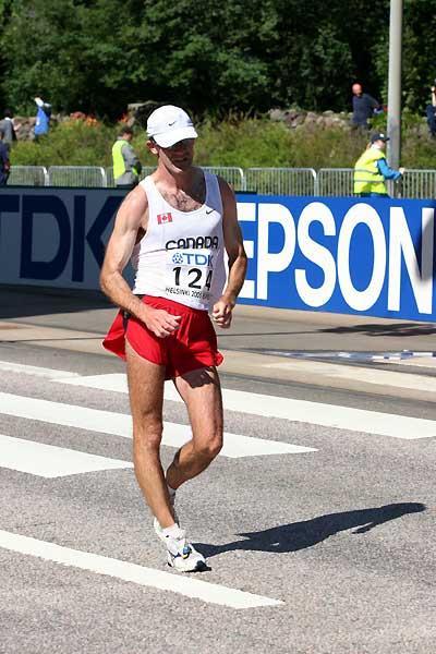Tim Berrett (CAN) race walking in Helsinki at the 2005 World Championships (Tim Watt)