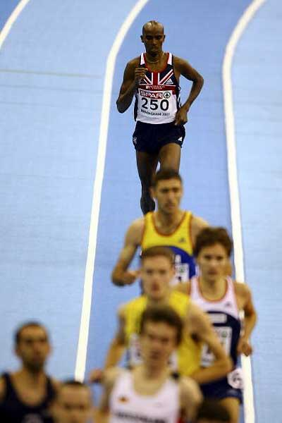 Mo Farah plays catch-up after is fall in the 3000m in Birmingham (Getty Images)