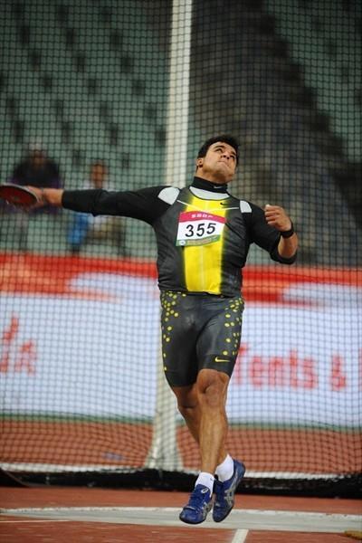 Ehsan Hadadi taking Asian champs gold in Guangzhou (Jiro Mochizuki)