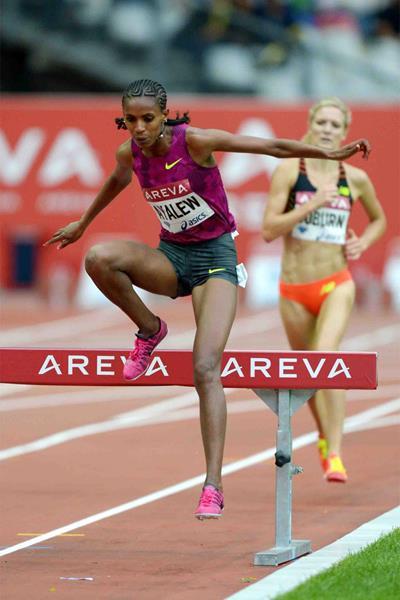 Hiwot Ayalew on her way to winning the 3000m steeplechase at the IAAF Diamond League meeting in Paris (Jiro Mochizuki)