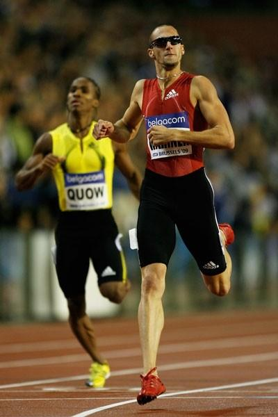 Jeremy Wariner dips under 45 seconds to win the 400m (Getty Images)