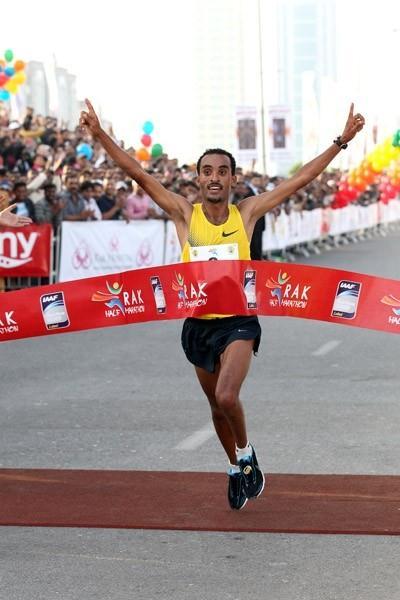 Deriba Merga takes down a strong field in the RAK Half (Victah Sailer)
