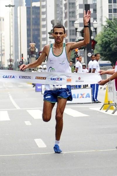 Marílson dos Santos takes his third Sao Paulo victory (Sérgio Shibuya/ZDL)