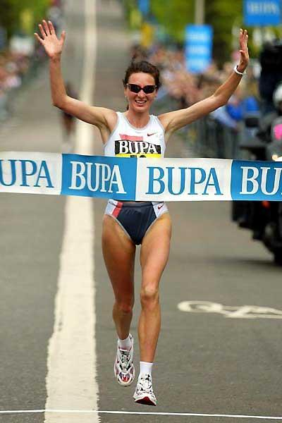 Jelena Prokopcuka of Latvia wins in Edinburgh (Mark Shearman)