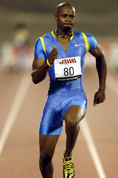 Powell powers to 9.95 in Kingston, Jamaica (Errol Anderson - The Sporting Image)