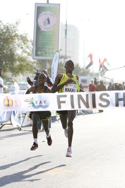 Patrick Makau Musyoki snatches win in Ras Al Khaimah in 2008 (Victah Sailer)