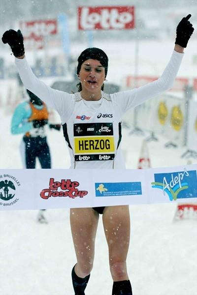 Enjoying the winter wonderland - Adrienne Herzog runs to victory at the Brussels Cross Country IAAF Permit (Nadia Verhoft)