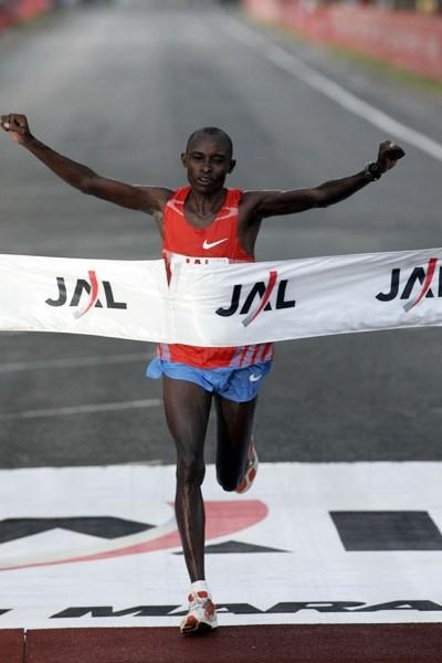 Patrick Ivuti (KEN) wins the 2009 Honolulu Marathon (organisers)