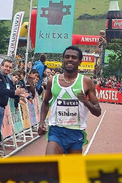 Sileshi Sihine the Elgoibar victor seen during track finish to the XC race (Arkaitz Ortega)