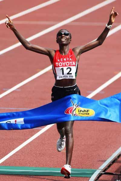Catherine Ndereba of Kenya wins the 2007 World Marathon title in Osaka (Bongarts/Getty Images)