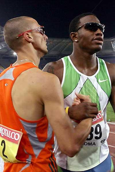 Wariner and Carter congratulate each other after their Rome race (AFP / Getty Images)