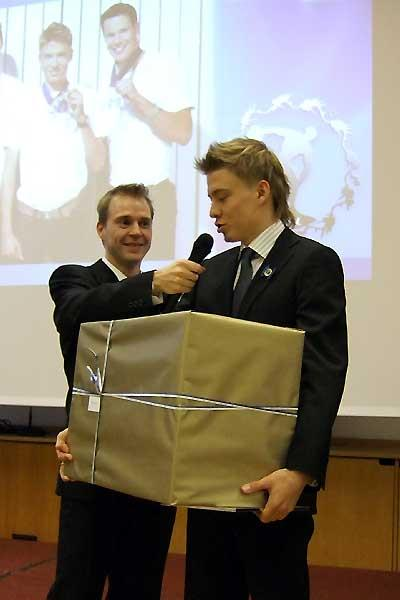 Jukka Keskisalo (right) after receiving his athlete of the year award (Chris Turner - IAAF)