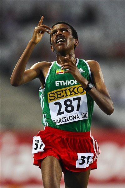 Yigrem Demelash of Ethiopia celebrates winning the men's 10,000m at the World Juniors in Barcelona (Getty Images)