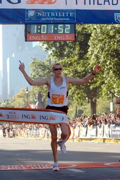 Ryan Hall wins the 2009 ING Philadelphia Distance Run (Organisers)