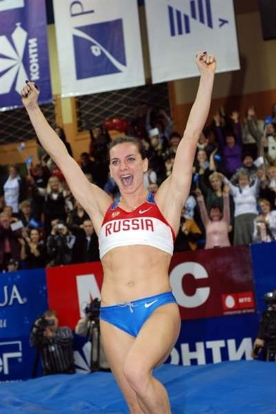 Yelena Isinbayeva celebrates 5m World indoor record in Donetsk in 2009 (Zepter)