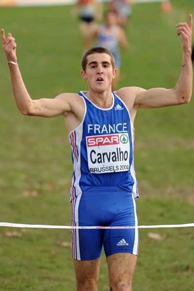 Florian Carvalho (FRA) wins the 2008 European XC junior men's race (Mark Shearman)