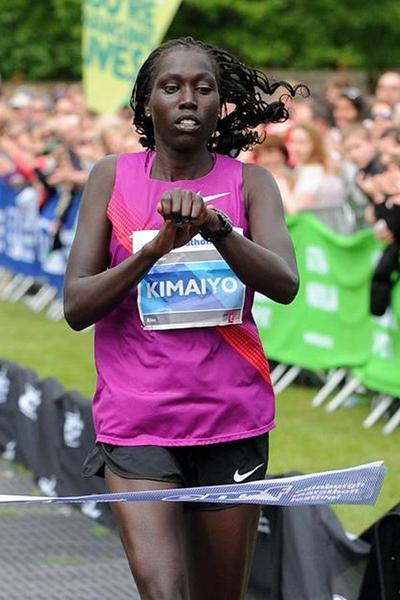 Risper Kimaiyo winning at the 2013 Edinburgh Marathon (Lesley Martin - organisers)