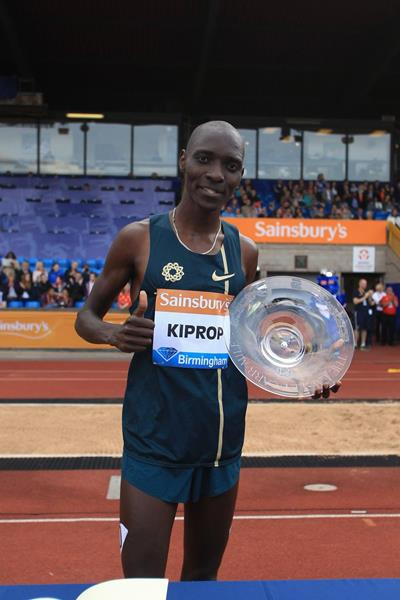 Asbel Kiprop after winning the Emsley Carr Mile at the 2014 IAAF Diamond League meeting in Birmingham (Jean-Pierre Durand)