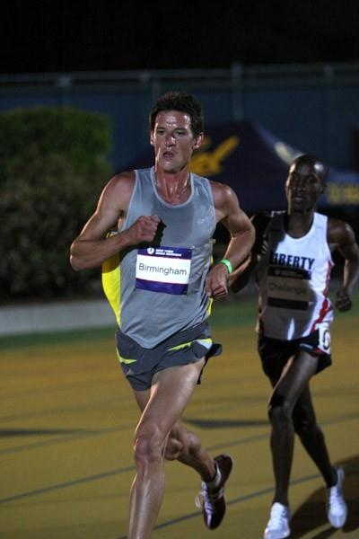 Collis Birmingham en route to his 27:29.73 Oceania record in Berkeley (Lisa Coniglio/PhotoRun.net)