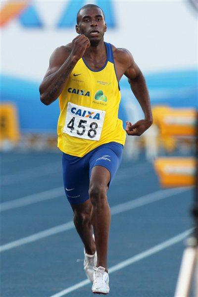 Luiz Alberto de Araújo on the way to a Brazilian record in the Decathlon (Wagner Carmo/CBAt)