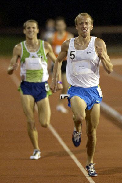 Alan Webb defeats Dathan Ritzenhein in Stanford, clocking 27:34.72 in his debut over the distance (Randy Miyazaki)