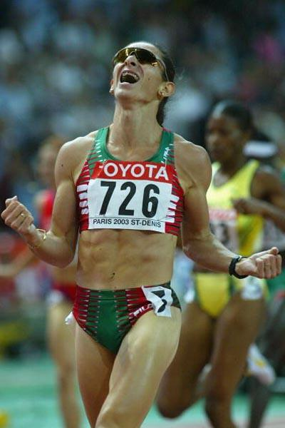 Ana Guevara celebrates winning the 400m final (Getty Images)