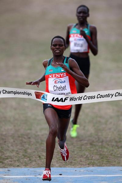 Kenya's Emily Chebet wins the women's senior cross country title in Bydgoszcz 2010 (Getty Images)