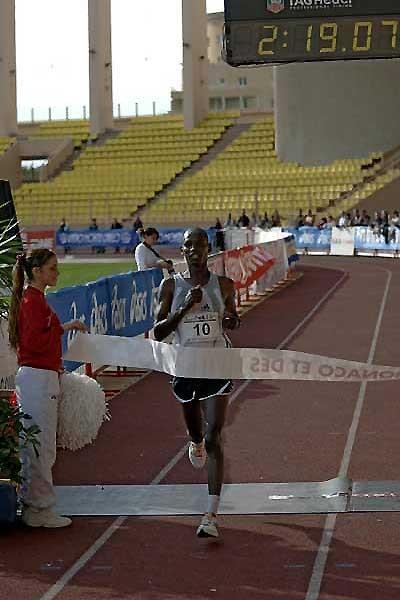 John Kirui of Kenya wins the 2005 Monaco Marathon (Sean Wallace-Jones)