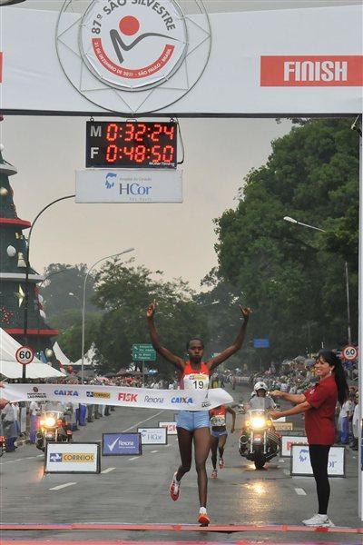 Priscah Jeptoo clocks a race record in Sao Paulo (Rolando Milagres/organisers)