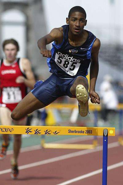 Jason Richardson of USA wins his 400m Hurdles heat at the 2003 World Youth Championships (Getty Images)