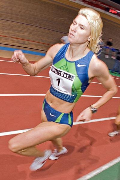 Jolanda Ceplak en route to her 1:59.33 2007 debut in Vienna (Herbert Neubauer)