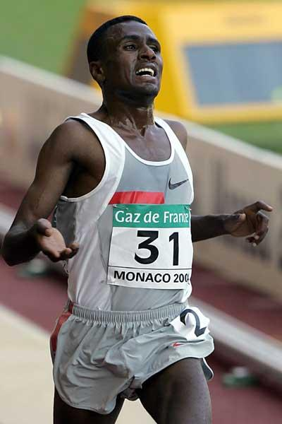 Sileshi Sihine wins the 5000m at the 2004 World Athletics Final (AFP/Getty Images)