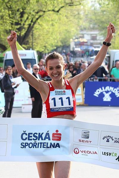 Anezka Drahotova winning at the 2014 Podebrady race (Jan Kucharcik / atletika.cz)