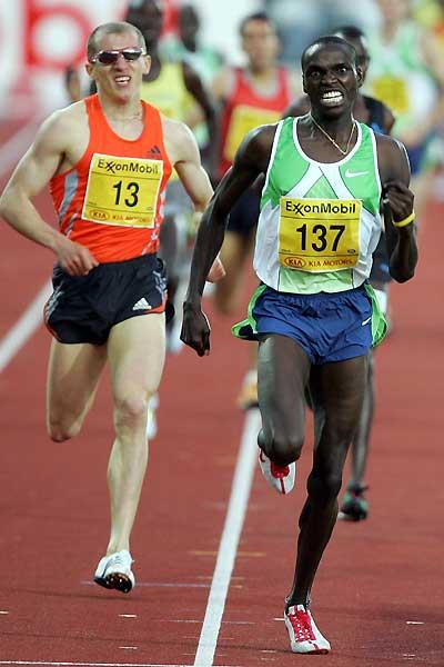 Alex Kipchirchir of Kenya drives home to win the Dream Mile - Oslo (Getty Images)