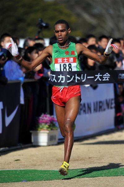 Kenya's Charles Ndirangu wins the senior men's race (Kyoko Matsuda/Agence SHOT)