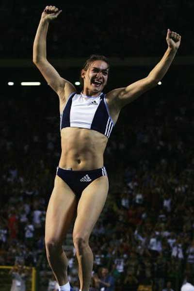 Isinbayeva celebrates 4.92 World record in Brussels (Getty Images)