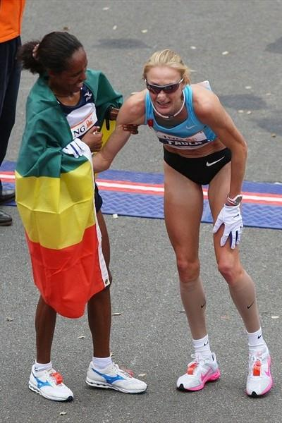 Winner Derartu Tulu helping Paula Radcliffe in New York where the Briton finished fourth (Getty Images)