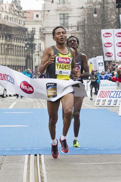 Zersenay Tadese out-sprints Eritrean team-mate Amanuel Mesel to win the Prague Half Marathon (Organisers)