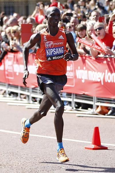 Wilson Kipsang winning the 2014 London Marathon (Getty Images)
