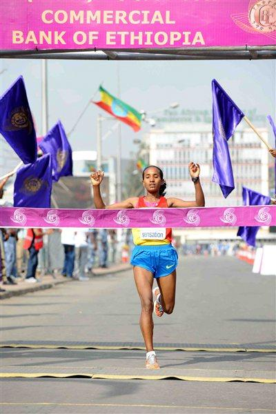 Abebech Afework winning the 2011 Great Ethiopian Run (Organisers)