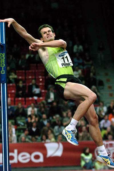 Stefan Holm jumping in Gothenburg (Hasse Sjögren)