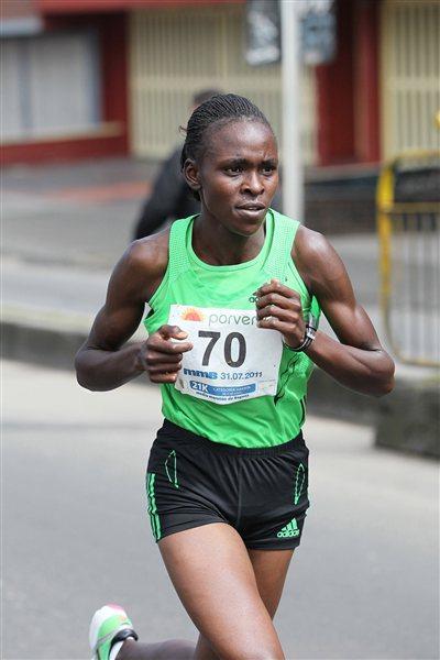 Joyce Chepkirui en route to a sizeable victory in the Bogota Half Marathon (Victah Sailer)