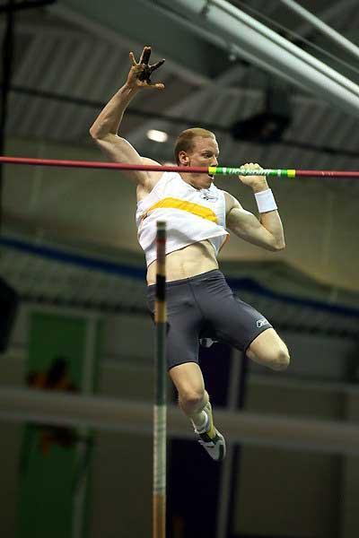 Steven Hooker (AUS) - 5.81m in Boston (Victah Sailer)